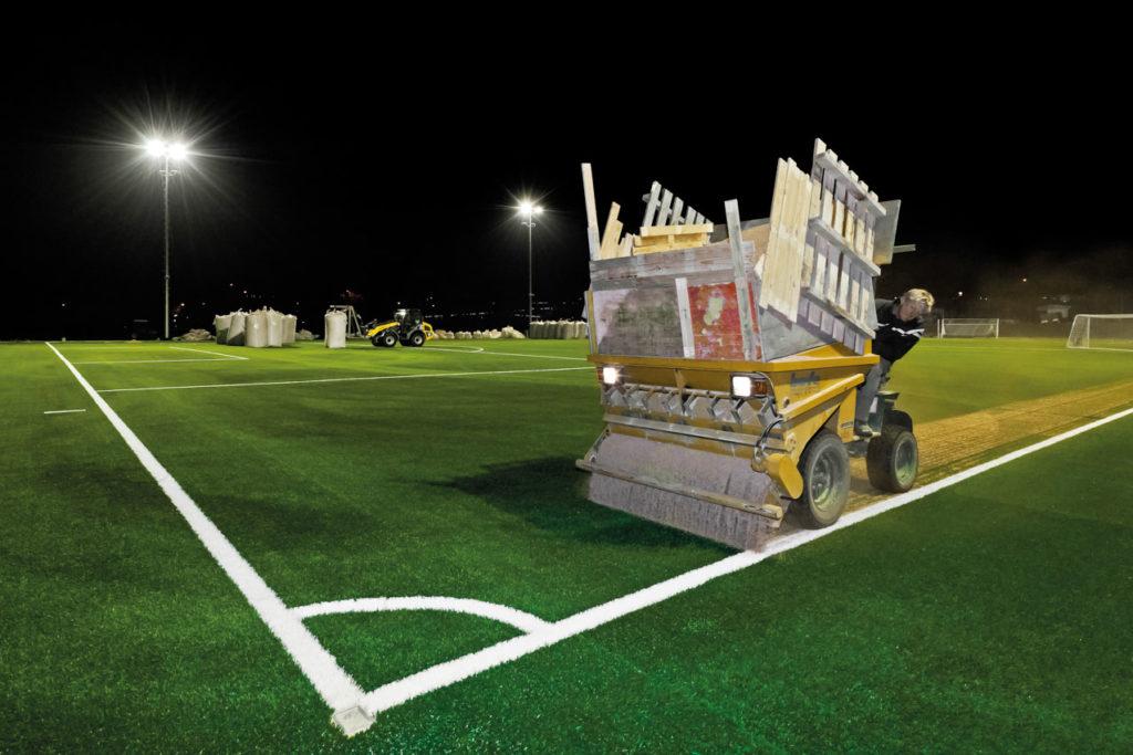 Korkgranulat auf dem Fußballplatz des TSC Eintracht Dortmund