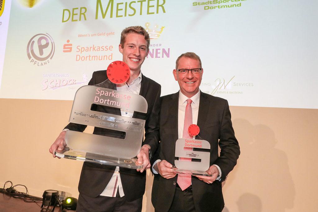Manuel Sanders (l.) wurde beim Fest des Dortmunder Sports mit dem Sparkassenpreis ausgezeichnet. Foto: Jan Heinze