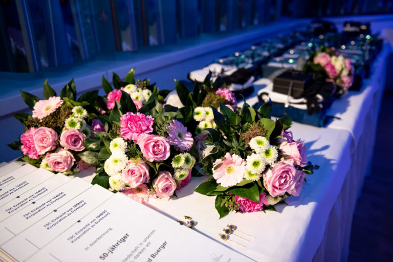Urkunden, Pokale, Blumen und Gutscheine übergab der TSC seienn geehrten Mitgliedern im feierlichen Rahmen.