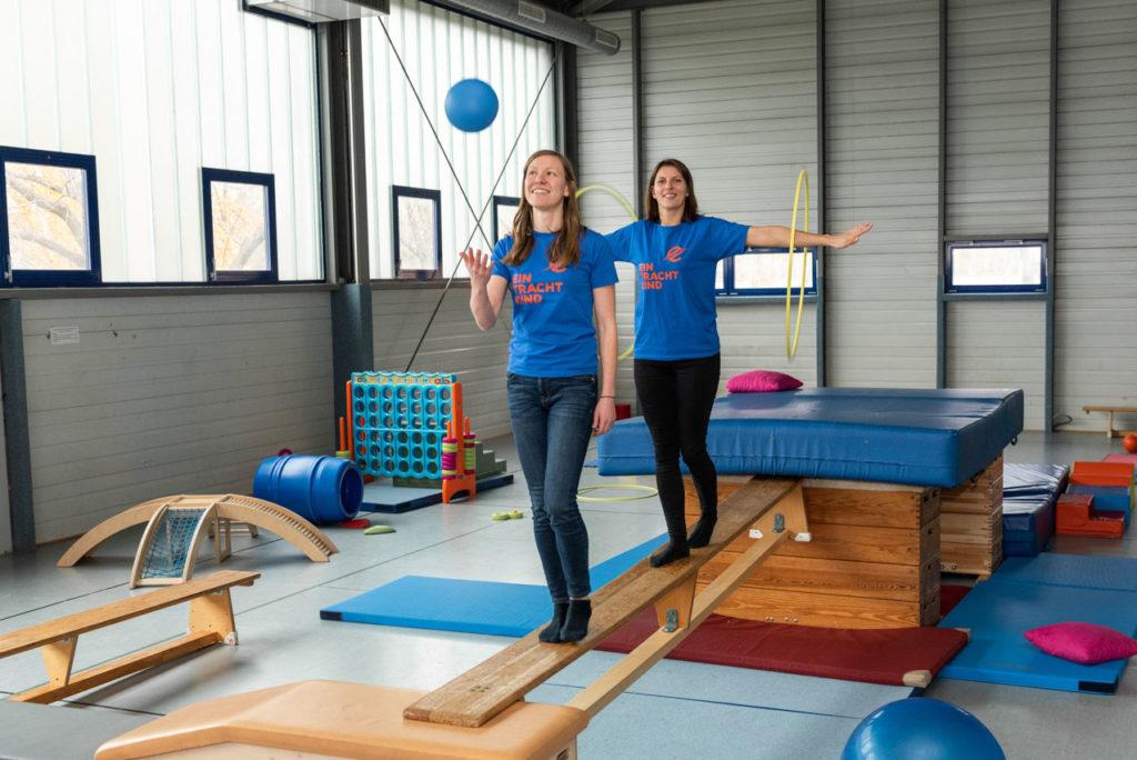 Jana Hasenberg (vorne) und Annika Paszehr (hinten) sind Expertinnen für Kinder- und Jugendsport im TSC. Foto: Jan Weckelmann