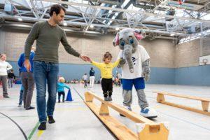 Im TSC wählen viele Kinder sicherlich einen Elefanten als Stärketier. Victor hat für die Kinder immer eine starke Hand. Foto: Jan Weckelmann