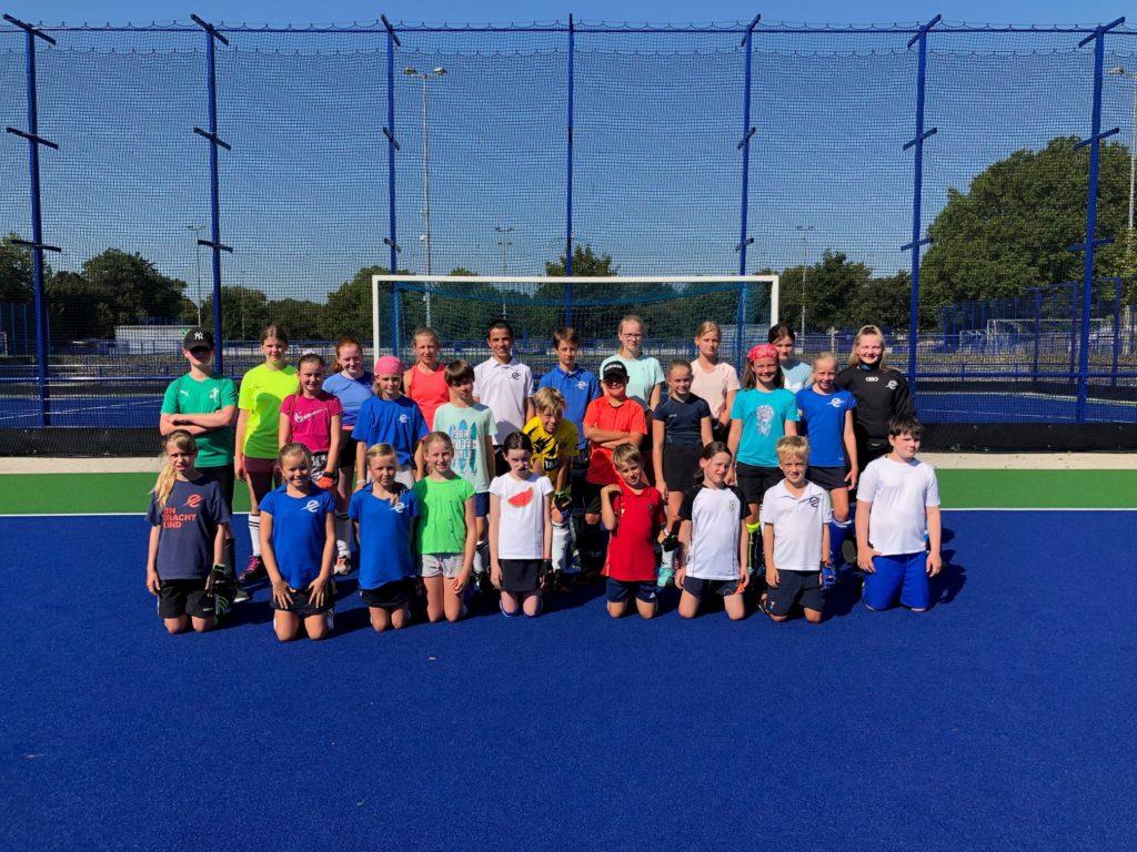 Dreißig Kinder und Jugendliche nahmen am Hockey-Feriencamp des TSC Eintracht Dortmund teil.