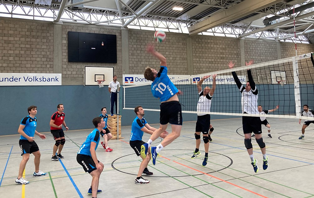 Die 1. Volleyball-Herren des TSC Eintracht Dortmund erspielten sich in der Verbandsliga einen deutlichen Sieg gegen CVJM Gohfeld.