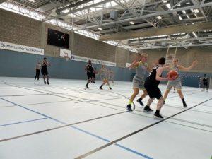 Testeten ihr Zusammenspiel: 1. Basketball Damen und U18 männlich